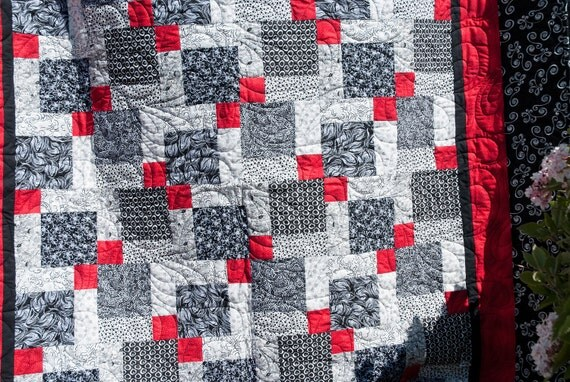 Black and White and Red - Reading quilt / Lap Throw / Coverlet