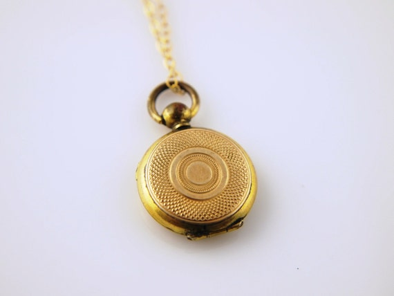 SALE: Textured Gold Locket - Vintage