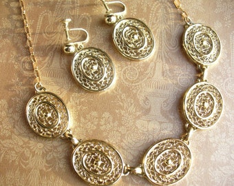 Vintage link gold tone choker-length necklace and earring set.