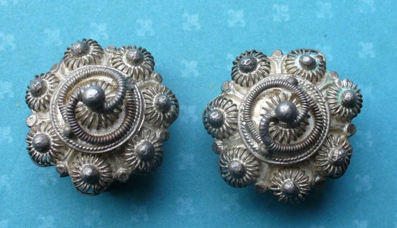 spectacular vintage hand made sterling silver earrings. Thai. Siam. Clip back.