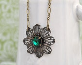 DAISY, victorian style flower necklace with vintage emerald color Swarovski glass jewel