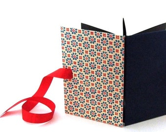 Accordion Photo Album blue'n red flower stamps dark blue side, black pages
