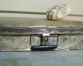 vintage tin ARTISTS Painters carrying case, holds your palette and supplies
