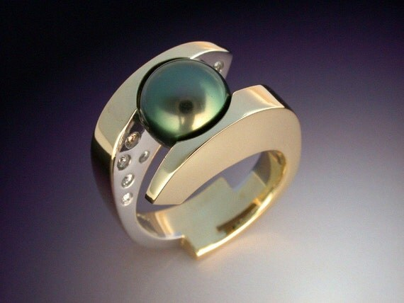 Tahitian Black Pearl and Diamond ring in 18k gold and platinum