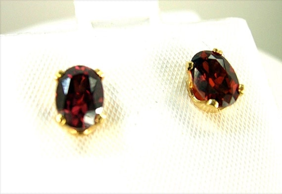 VERY RARE and Unique and Natural Sienna RED Zircon Gemstones Earrings