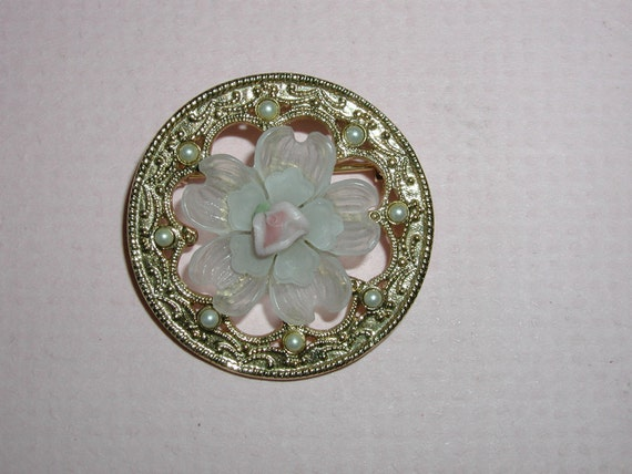 1928 Pink Porcelain Rose and Pearl Round Goldtone Pin