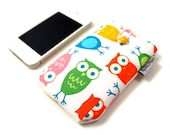 Padded iPhone / smartphone sleeve with colorful owls
