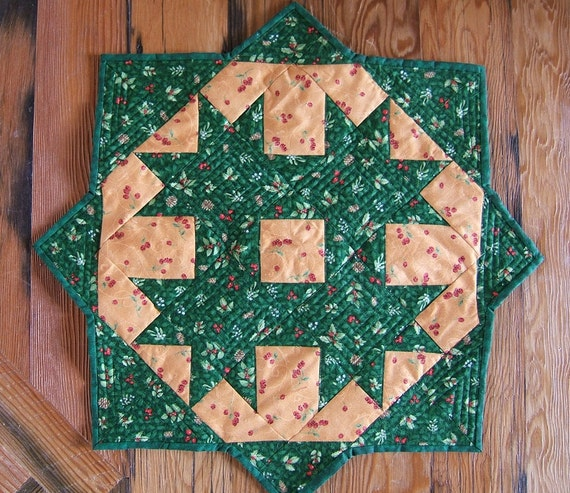 Christmas Miniature Quilt or Table Topper in Green