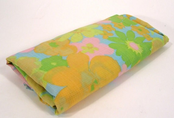 5 Yards of Vintage Groovy Flower Fabric