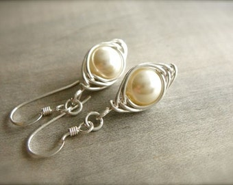 Cream Pearl Herringbone Earrings