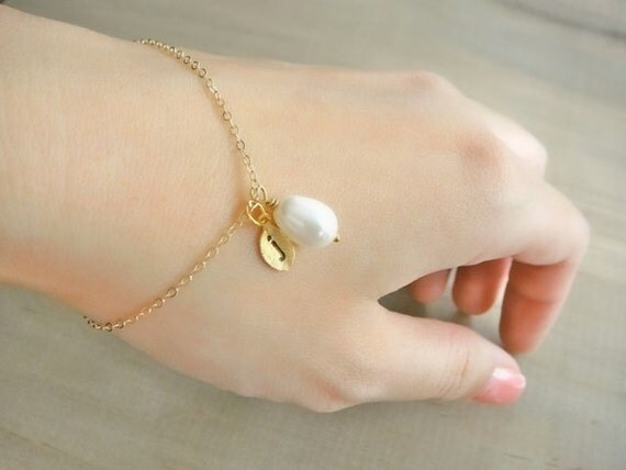 Personalized Simple White Teardrop Pearl Bracelet in Gold - Wedding, Bride, Bridal, Bridesmaid, Mother's Day