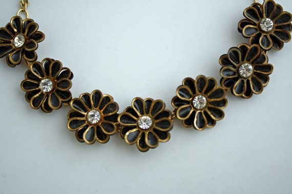 Retro Black Flower with Rhinestone Center Necklace