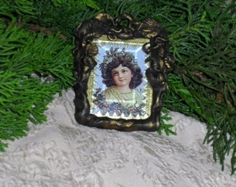 GIRL WITH HOLLY GARLAND - MINIATURE FRAMED PRINT ORNAMENT