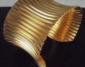 Vintage Goldtone Anticlastic Rippled 2 inch wide cuff bracelet fits up to plus sizes