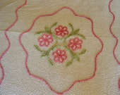 Vintage 1950s-60s chenille comforter with pale pink daisy and leaf design