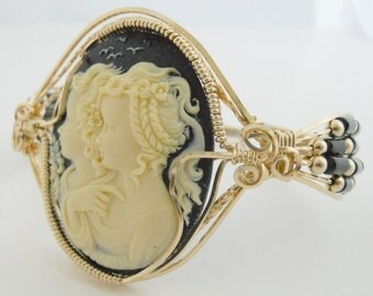 Bracelet Cameo of Two Girls with Onyx Cylinder Beads