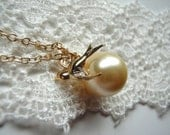 Swallow and Pearl Necklace, Gold Jewelry, Bridesmaid Gifts, Summer Fashion, Delicate Necklace