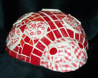 MOA5035 Red and White Calico Bug Mosaic Ladybug