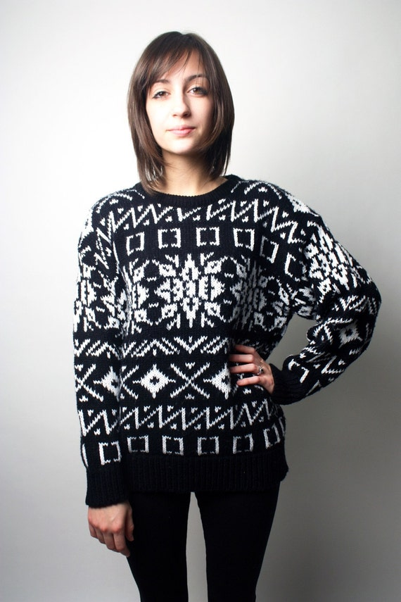 Women's Vintage Black and White Pullover Sweater