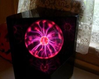 Laser Lamp Plasma FX Wild Purple Electric Light Black Lucite Halloween Decor