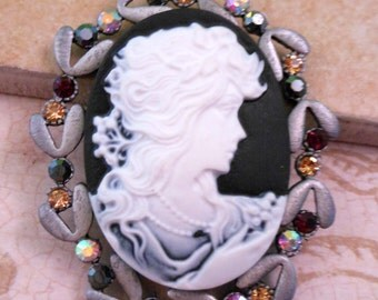 Cameo Pendant Pewter Pendant Black and White Cameo Bead
