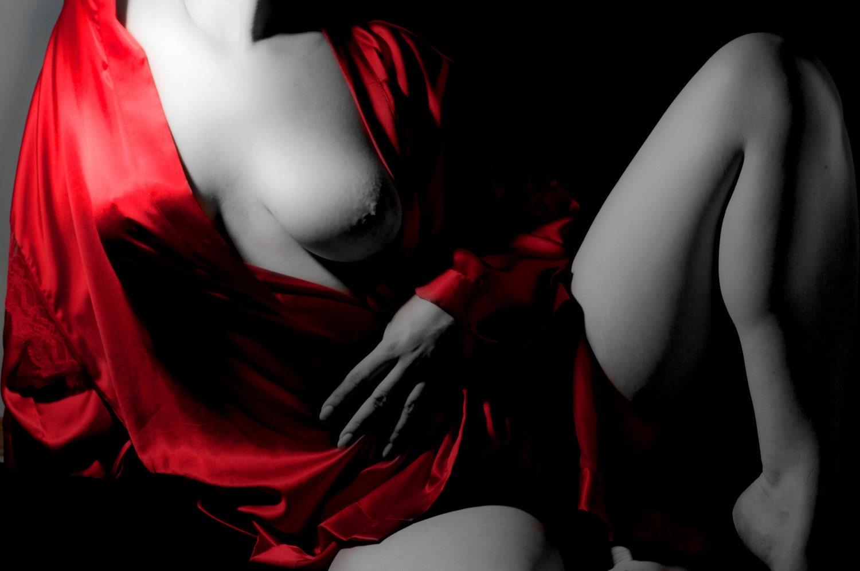 Черно белая и красная эротика 25 фотография