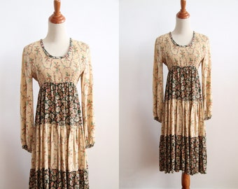 Floral Maxi Dress - Teired Peasant 1970s Vintage Flower Child Dress - Festival Fashion