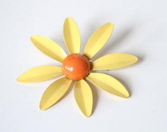 60s Flower Brooch - Sunny Daisy Yellow