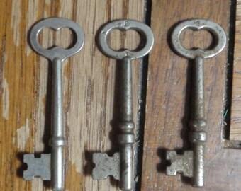 3 Old Vintage Skeleton Keys (matching) shabby chic patina great Steampunk gear K6
