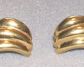 Vintage Napier Jewelry Earrings Gold Tone Clip and Screw On Marked Perfect Condition