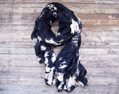 THE LASSO - black and white scarf