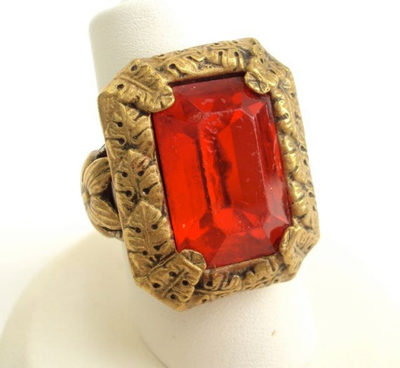 Antique Ring Art Nouveau with Red Rhinestone and Brass Leaves Vintage