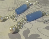 Blue bead complimented with silver jumprings which are dressed up with a pearlish bead