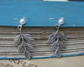 Beautiful Silver Leaf and Pearl Earring