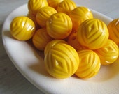 Vintage Lucite Beads Sunshine Yellow 22mm Diamond Pattern