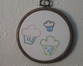 Mini cupcake embroidery