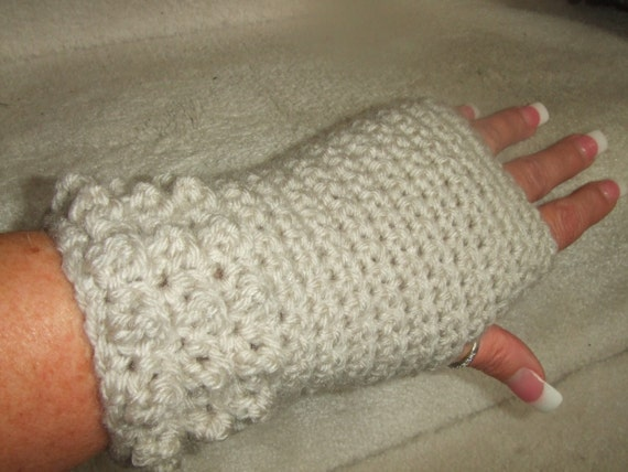 Warm and Classy Cream Fingerless Gloves