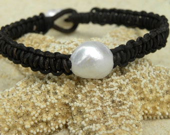 Grand Pearl Leather Bracelet