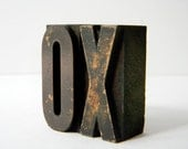 One kiss and one hug in vintage wood type - 2 inch