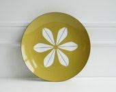 Large Cathrineholm mustard olive enamel lotus plate by Grete Prytz Kittelsen