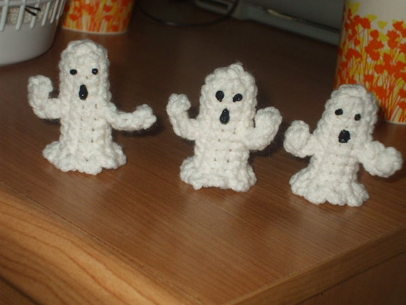 3 crocheted ghost  finger puppets