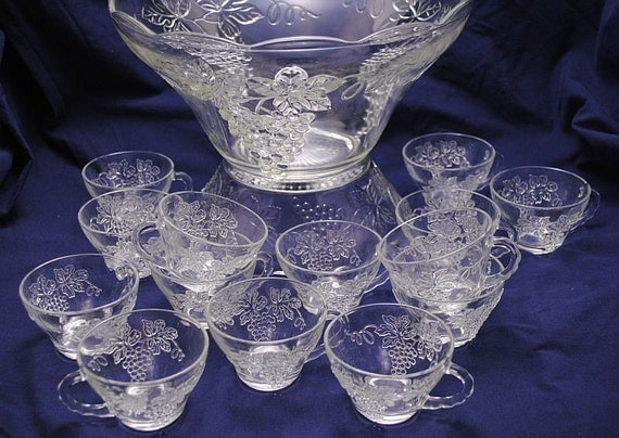 vintage punch bowl set anchor hocking glass grapes and leaves. Black Bedroom Furniture Sets. Home Design Ideas