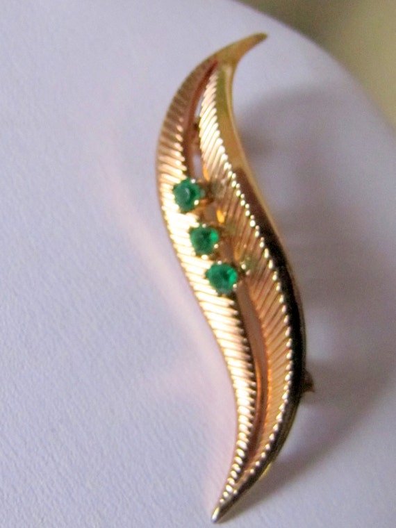 Vintage Grosse C 1961 green green emerald stone  golden colour  brooch made in Germany