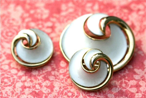 Vintage Crown Trifari  Brooch And Earring Set  White Enamel and Gold Swirl