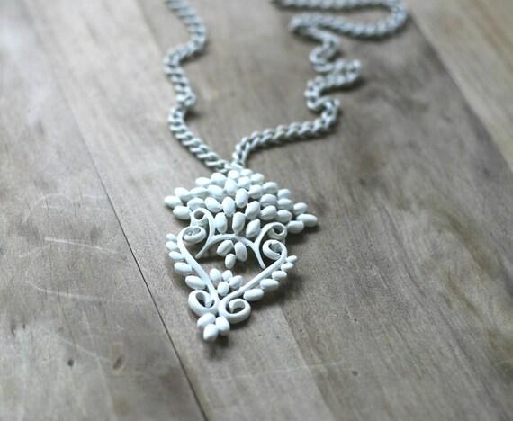 Circa 1960s Vintage White Filigree Enamel Monet Necklace Mod Ornate