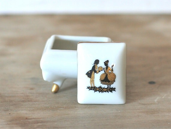 Vintage Footed Porcelain Ring/Pill  Box Silhouette Of Colonial Couple