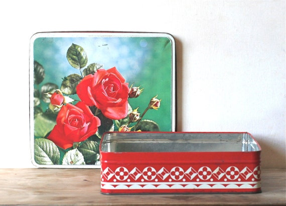 Vintage Tin Red Photograph Red Roses Red And White Geometric Scalloped Border