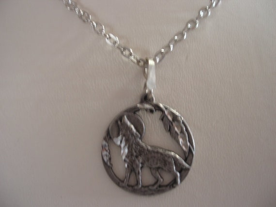 Unisex Howling Wolf Necklace