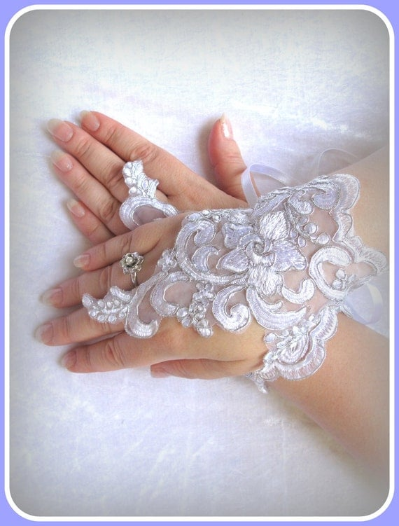 Gloves  embroidered white with silver wedding  of  lace