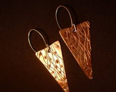 Textured copper earings with sterling silver earwires. FREE SHIPPING WORLDWIDE